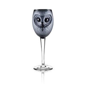Strix - Skulpterat Vinglas av Mats Jonasson. En utökning av Mats Jonasson kollektion av skulpterade glas. Denna kollektion med ugglor som tema till olika dryckessorter.