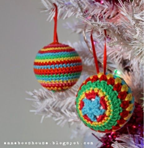 Christmas Baubles - Free Amigurumi Crochet Pattern here: http://annabooshouse.blogspot.co.uk/2014/11/the-one-with-crochet-balls.html