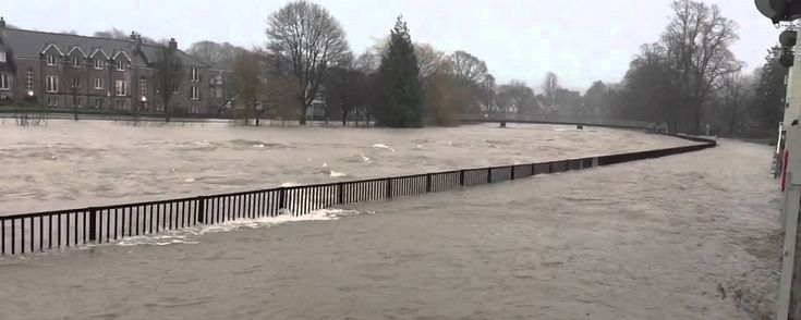 Environment Agency project to remove river gravel in Kendal http://www.cumbriacrack.com/wp-content/uploads/2016/03/river-kent-flooded-800x320.jpg Motorists are being warned about an Environment Agency (EA) operation to remove gravel from the River Kent in Kendal as part of flood alleviation work.    http://www.cumbriacrack.com/2016/07/15/environment-agency-project-remove-river-gravel-kendal/