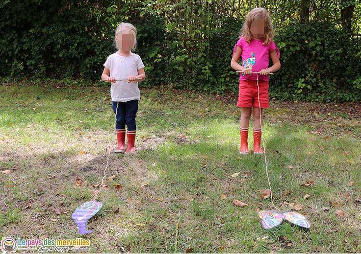 Un DIY très simple pour réaliser un jeu des animaux à enrouler autour d'un bâton. Une course folle avec vos animaux préférés pour exercer la motricité.
