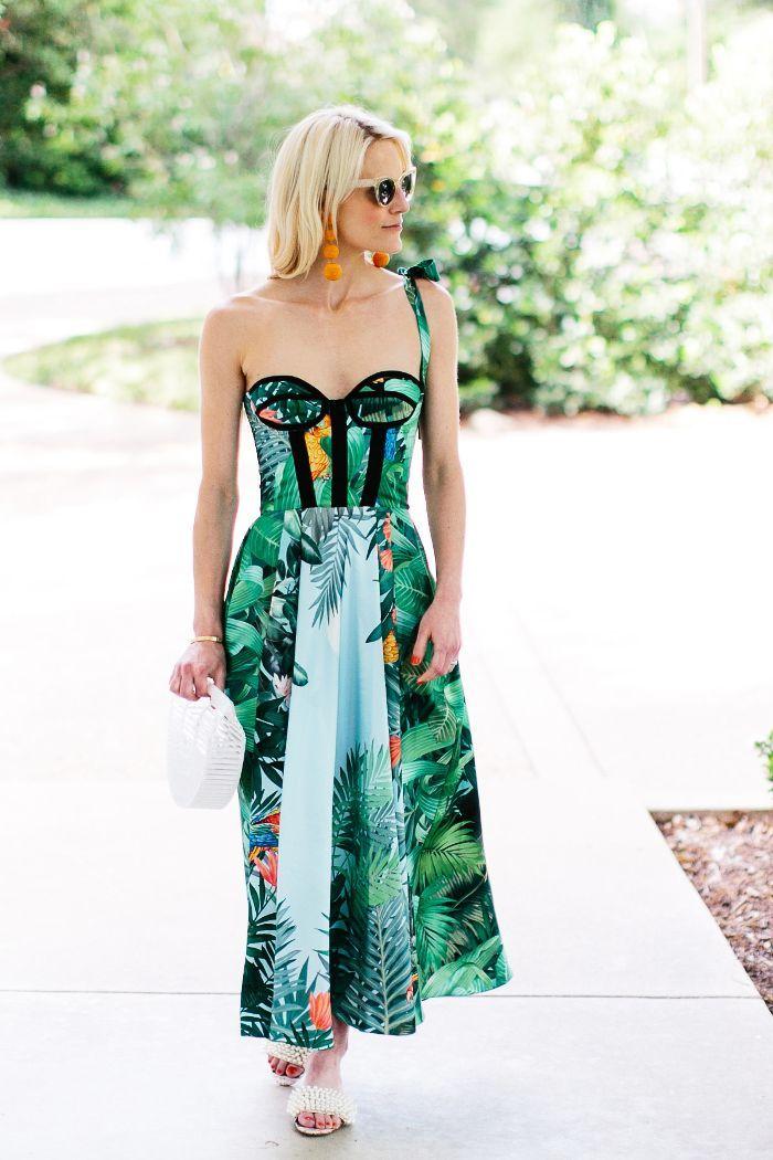 94914b0dc1 9 Outfit Ideas for Your Next Trip to Miami   Street Style   Miami ...