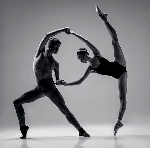 Couple ballet.