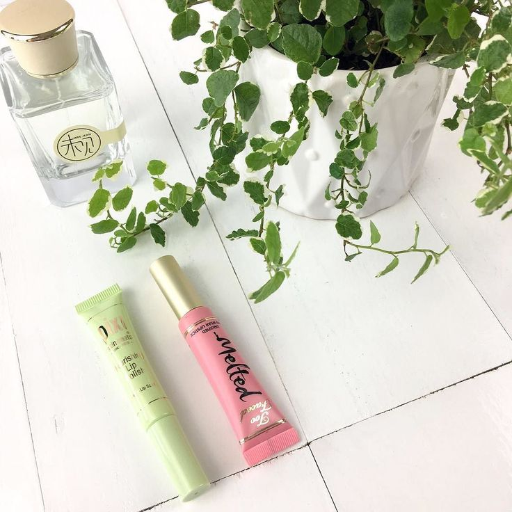 I have been loving using the Pixi nourishing lip polish before using lip stick. At the minute I have been paring it with the Too Faced Melted lipsticks  #pixi #toofaced #lipscrub #lipstick