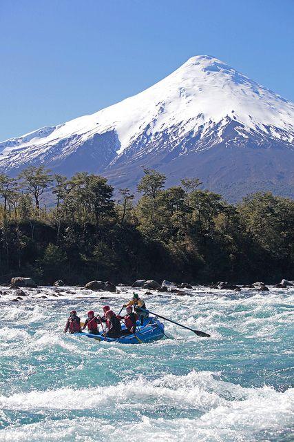 Rafting en el río Petrohue, Distrito de los Lagos de Chile