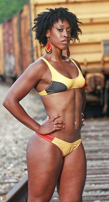 jlsfitness:  chocolatefitspo:  ebonyalley:  ebony black  Yesss  Likin' the stomach, and ya hair. Good stuff!