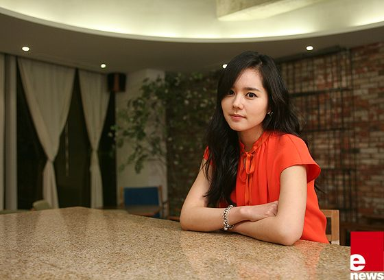 [Interview] Han Ga In Likes Kissing Uhm Tae Woong More than Kim Soo Hyun