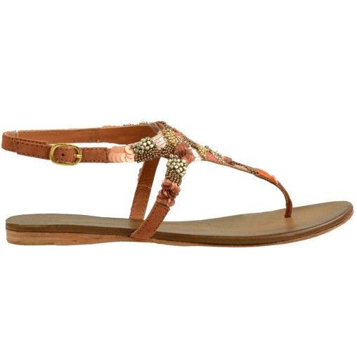 Ga dit seizoen voor een bohemian look met deze bruine dames sandalen! De sandalen zijn extra bijzonder door de stenen, kralen en pailletten die zorgen voor een boho-chic effect. De sandalen hebben leren binnenzolen, rubberen loopzolen en sluiten op de enk