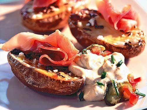 Ofenkartoffeln mit einem herrlichen Käse-Dip. Schmeckt auch hervorragend zu gegrilltem Gemüse!