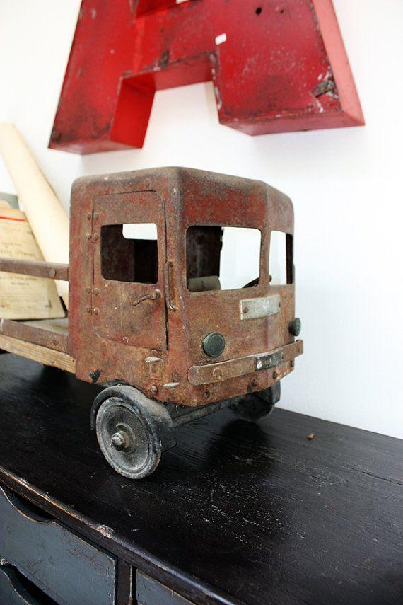 Modellino Camion Giocattolo d'epoca in ferro #toy #vintagetoy #modellismo #camion #style #decor #giocattolo