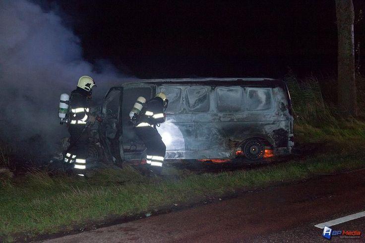 Brand verwoest bestelbus, bestuurder spoorloos