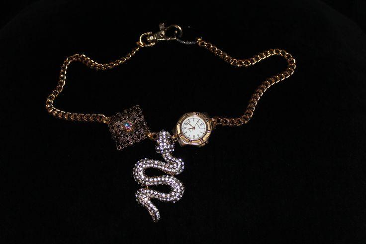 Necklace (Slytherins time teller)