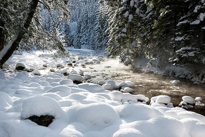 Z dala od miejskiego zgiełku i zatłoczonych Krupówek położony jest Poronin – malownicza wieś tatrzańska – doskonała baza wypadowa dla prawdziwych górskich piechurów