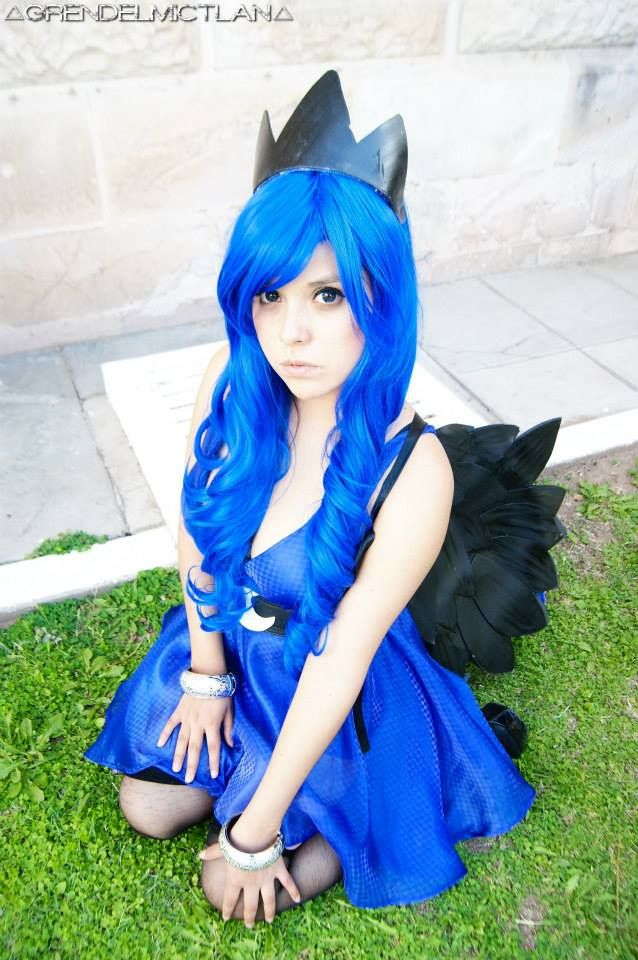 17 Best Ideas About Princess Luna Cosplay On Pinterest ...