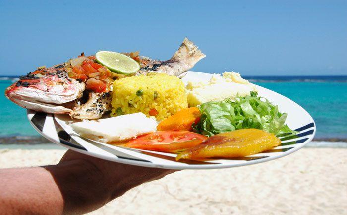 En vacances, pas toujours facile de s'alimenter sainement… voici les 3 aliments les moins caloriques des restos de plage :