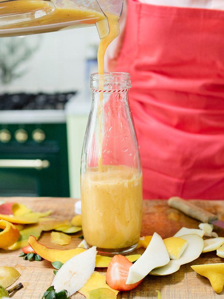 Morning Powerfoodies! Ik houd er van om af en toe de dag te beginnen met een lekkere smoothie. Afgelopen weekend maakte ik deze variant met mango en limoen. En omdat ik 'm zo lekker vind, deel ik het recept graag met jullie. Geniet er van! Foto: Anna-Marie Janssen