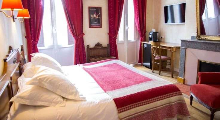 Hotel Albert 1er Toulouse Located in the heart of Toulouse, the Hotel Albert 1er is within walking distance of the famous Place du Capitole and other main attractions. An environment friendly hotel, it has received the European Ecolabel. Toulouse Stadium is 5 km away.