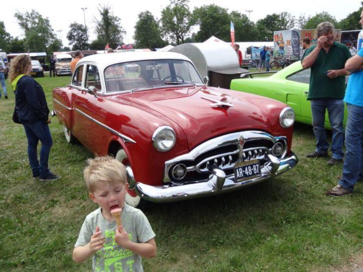 """Liefhebbers van American (classic) cars hebben iets om naar uit te kijken:de American Car & Bikeshow USA2DAY in Purmerend. Van Cadillactot muscle car, van Easy rider tot Chevvy camper, alles is """"on show"""". Er is heerlijke rock&roll en bluesmuziek en eenUSA/CAR/Bike gerelateerde markt. Voor de kids zijn er kinderactiviteien. Wat kun je verwachten? Oldsmobile, Chrysler, …"""