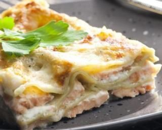 Lasagnes au saumon, poireaux et champignons, sauce béchamel légère
