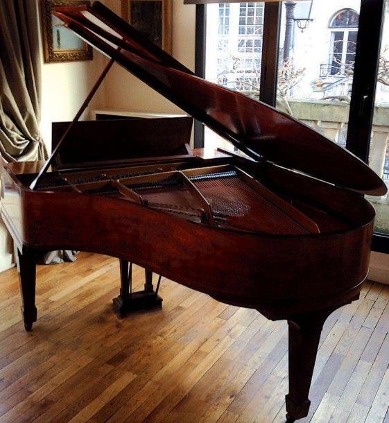 Piano 1/4 de queue Steinway & Sons fabriqué circa 1920, numéro de série 201427. Cadre fonte, cordes croisées, clavier ivoire 88 touches. Bon état général. Ébénisterie en acajou (insolé). Modèle O. 180… - Pescheteau-Badin - 01/06/2015