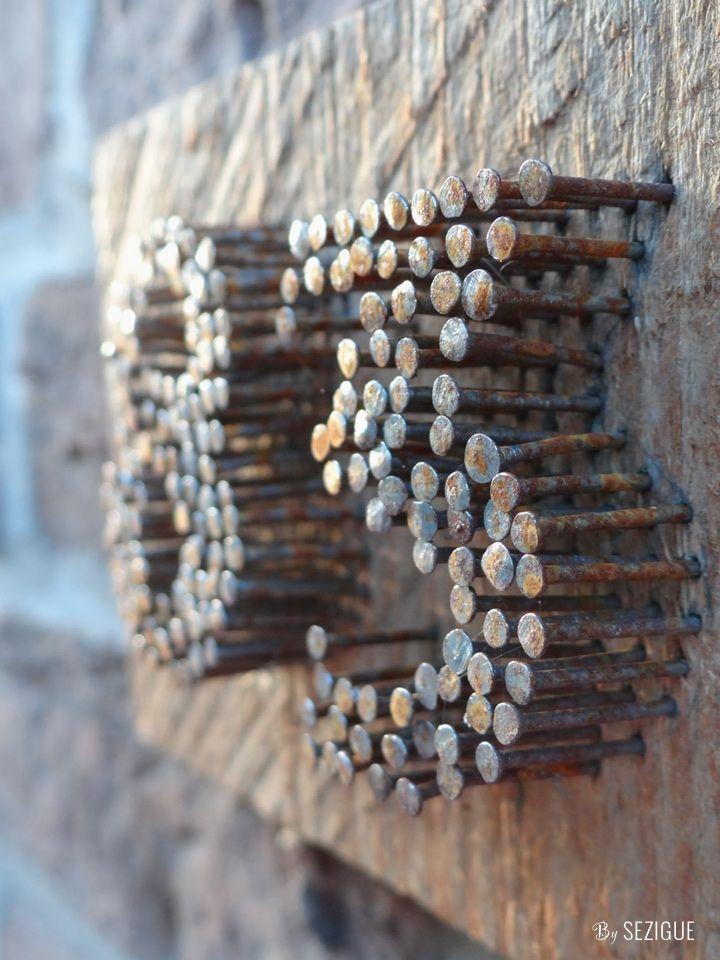 Dès la porte d'entrée, du made in Sezigue est présent. Un morceau de bois qui…