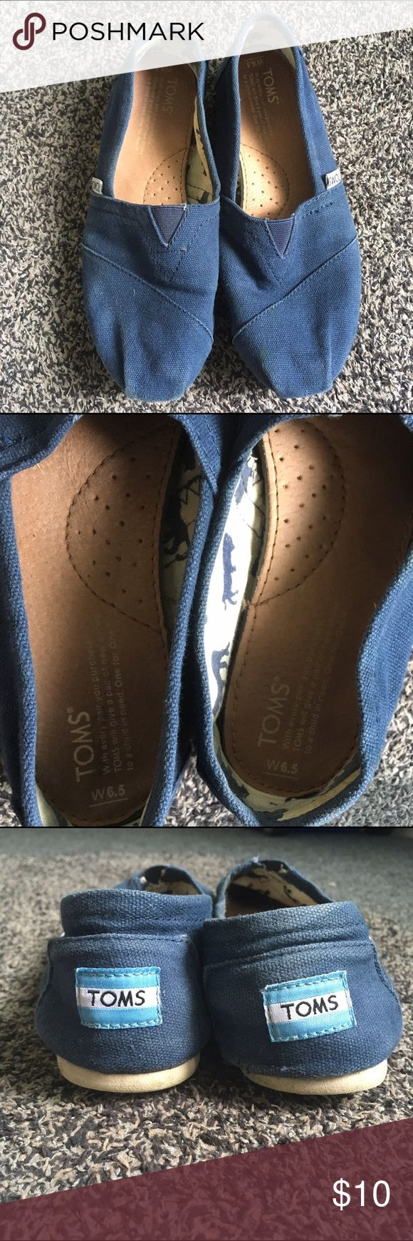 Navy blue Toms Pre-loved Toms shoes in navy blue Toms Shoes