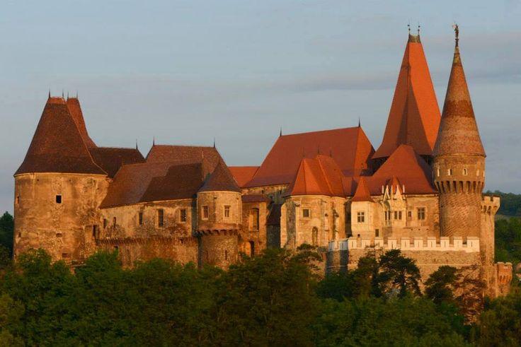 Castelul-Corvinilor_foto-Albert-Horopciuc.jpg (960×641)