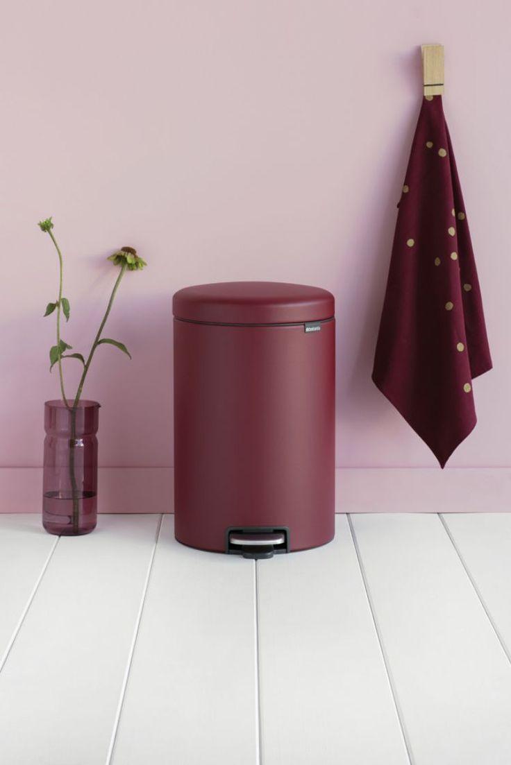 Коллекция мусорных баков NEWICON «SENSE OF LUXURY» от компании Brabantia представлена стильными баками вместимостью 12, 20 и 30 литров в восхитительных оттенках с эффектом