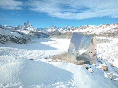 Auf 2883 m ü. Meer entsteht ein wegweisendes Projekt im hochalpinen Bauen: Die Neue Monte Rosa-Hütte mit Blick auf das Matterhorn. /  ETH Zürich und der Schweizer Alpen-Club SAC