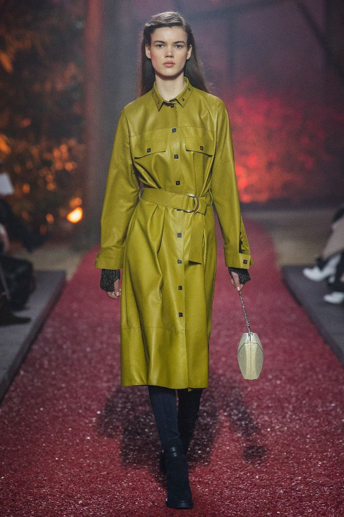 During their Fall/Winter 18 runway show, Hermès presented a cool new take on over-the-knee boots.