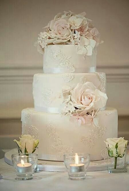 Superb lace wedding cake with rose***
