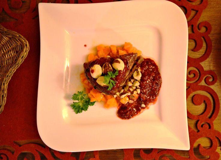 Taste me! Eat me!: Pierś kaczki na smażonej marchewce z sosem malinow...