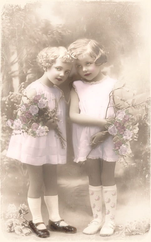JanetK.Design Free digital vintage stuff: Oude foto zusjes