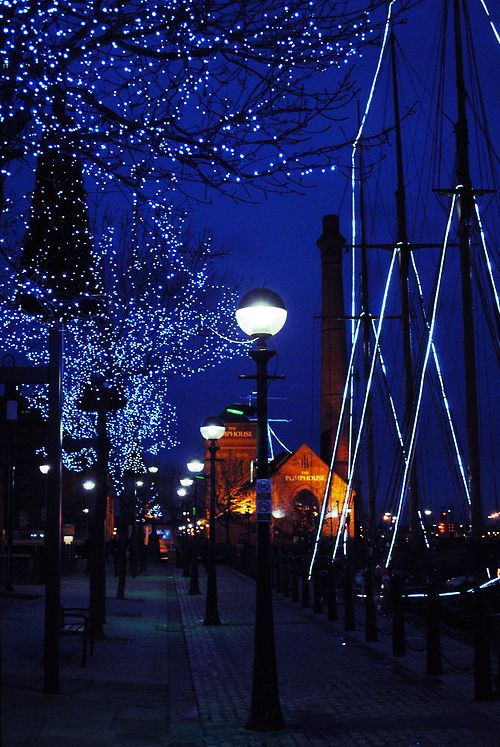 Night Lights, Liverpool, England photo via scent