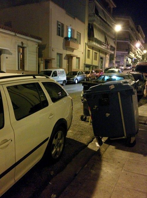 Πας να παρκάρεις σαν άνθρωπος και τι να δεις; Έχεις μεγάλο αμάξι!