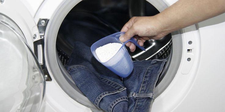 Hè jakkes, heb je net je sportkledinggewassen,zit er nog een zweetluchtje aan. Hoe reken je voorgoed af met nare luchtjes? Zweetluchtjes worden veroorzaakt door melkzuurbacteriën die pas ná het transpireren gaan ruiken.Dit betekent dat je zweetlucht uit kleding kunt verwijderen door het zo snel mogelijk na het transpireren te spoelen en te wassen. Laat het…