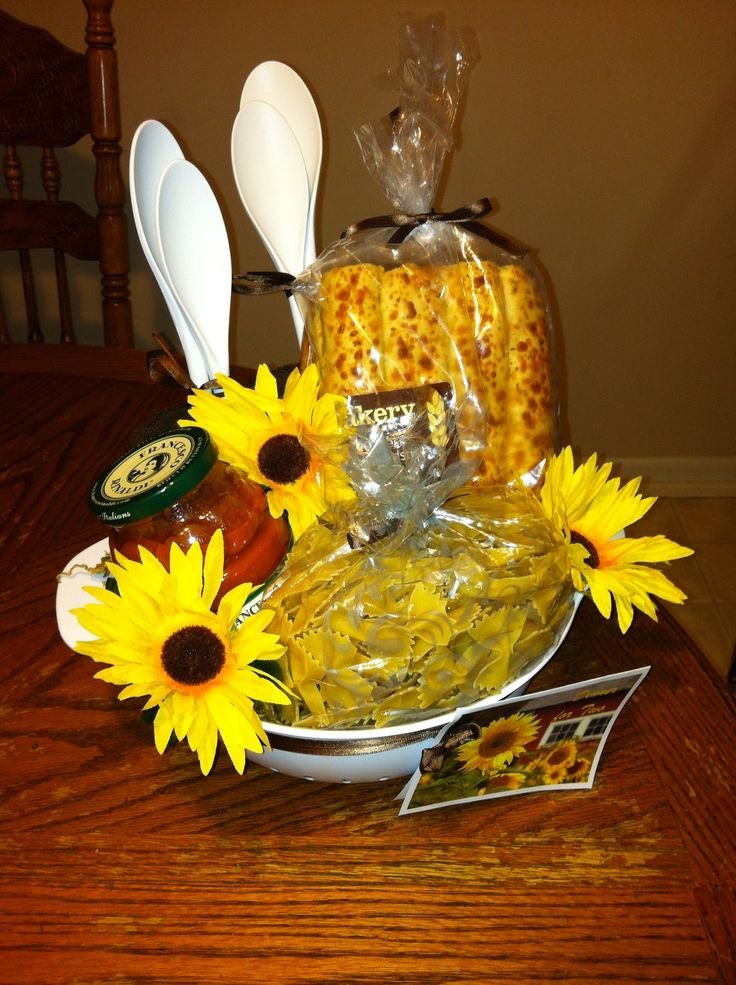 Wedding Gift Basket For Sister : Gift basket my sister and I made for a wedding. (It was an outdoor ...