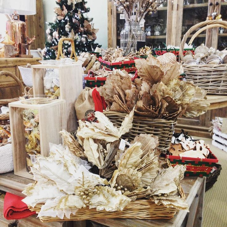 #theminerscouch #christmas #booty #festive #flowers #decorations #glitter #santa #reindeer #fun #shopping #moonta