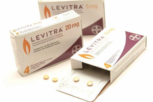 비아그라,레비트라,시알리스 모두 작용하는 기전은 음경에 작용해 발기에 관여하는 효소인 PDE-5를 억제하는 작용기전은 똑같고 화학구조만 조금씩 다릅니다.비아그라와 레비트라 딱히 어느 것이 더 좋다고 말하기 쉽질 않죠. {Levitra}레비트라? 상담문의:★ ☎텔레그램:vtr8949☎ ☎카톡:vtr49☎ 시트르산 실데나필(sildenafil citrat…