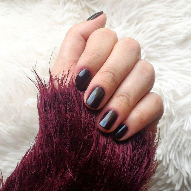 Burgundy nails and fuzzy things :blush: _______________________________________________ #notd #burgundy #vampy #darknails #oxblood #vampynails #fuzzysweater #rimmellondon #ritarouge #fallcolours #autumnal #lovedarks #nailpolishhoarder #nailpolishaddict #n
