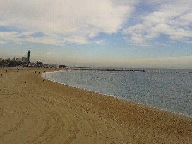 Playa en invierno en Barcelona