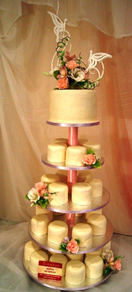 Свадебный торт с мини тортиками.
