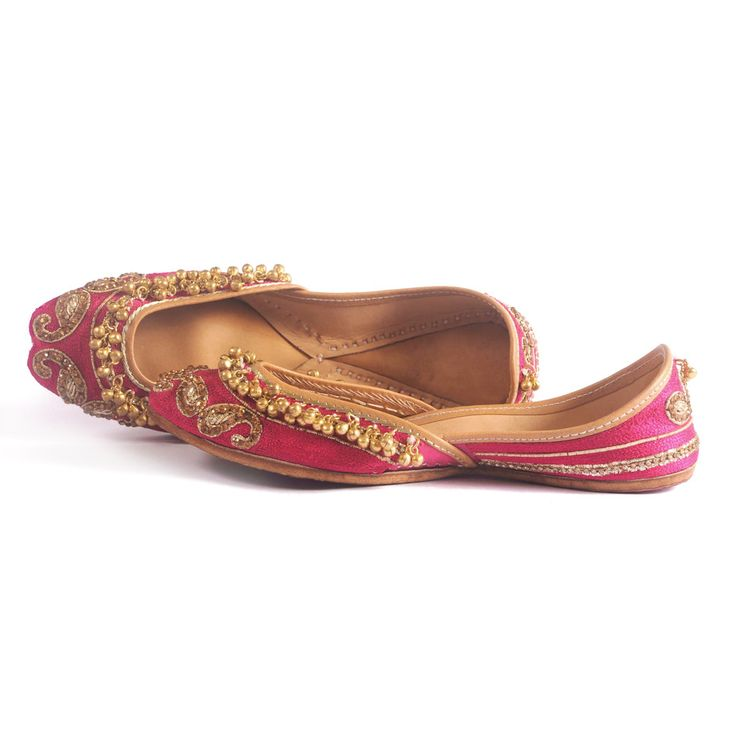 I'm in love! Ghungroos and zardosi! Queen's Love | Designer Juttis NeedleDust India: