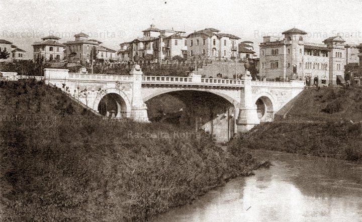 """Foto storiche di Roma - Ponte Tazio visto da Ponte Nomentano,sono ancora presenti i """"vasi"""" sulle spallette - Montesacro"""