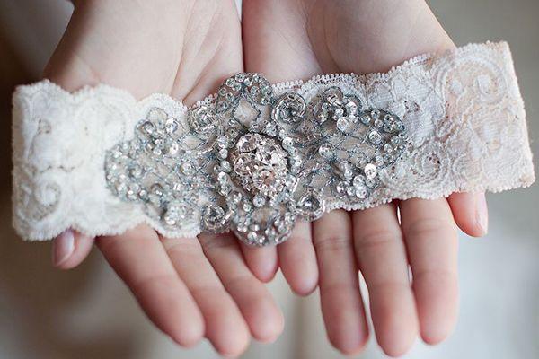 O simbolismo da liga da noiva. #casamento #ligadanoiva #acessorios #noivas