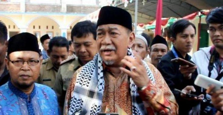 Deddy Mizwar Yakin Prabowo Pegang Komitmennya  KONFRONTASI-Bakal calon Gubernur Jawa Barat Deddy Mizwar belum menerima surat resmi pembatalan dukungan dari Ketua DPD Jawa Barat Partai Gerindra Mulyadi.  Oleh karena itu dia tidak percaya dengan kabar tersebut. Dia mengaku yakin bahwa Ketua Umum Partai Gerindra Prabowo Subianto bisa memegang komitmennya untuk mendukung dirinya dalam pemilihan gubernur mendatang.  Tidak ada informasinya hanya di media katanya usai mengunjungi pondok pesantren…