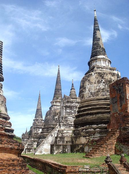 Impressive temples of Ayutthaya in Thailand (by sydgVT).