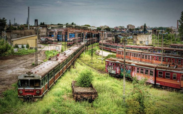 Depósito de trens,Częstochowa, PolôniaO local onde os trens eram consertados e inspecionados mudou, mas os vagões antigos ficaram por ali