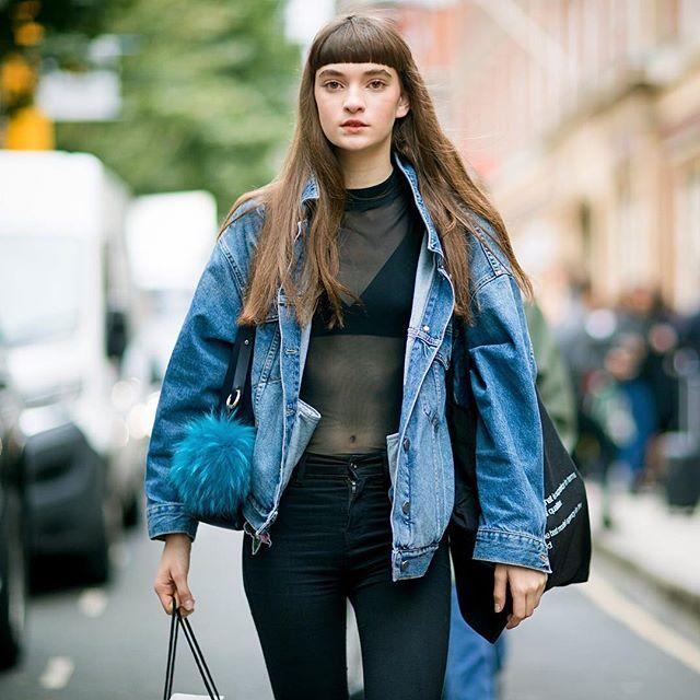 Julia @dear.ratner after @jw_anderson #LFW #SS17.  :: @jereminkang  #lfw #fashion #fashionweek #fashionmodel #model #moda #mode #ootd #style #street #streetsnap #streetstyle #streetfashion #london #런던 #패션 #패션위크 #모델 #데일리룩 #스트릿패션