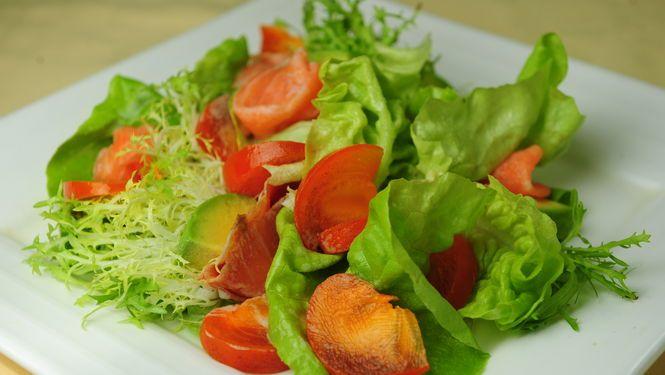"""Los mejores ingredientes para hacer ensaladas súper saludables Se acabó la época de los """"verdes"""" aburridos. Hoy, la ensalada no sólo es un plato sano sino, también, delicioso si uno incorpora sabores y variantes. Aquí, algunas opciones para sumar placer gourmet y salud."""