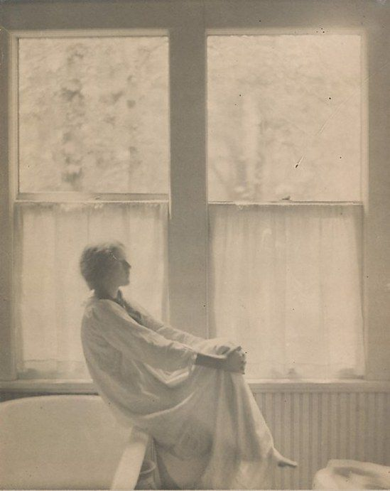 Clarence Hudson White. Morning, the bathroom 1906.